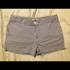 Gap stretch searsucker shorts